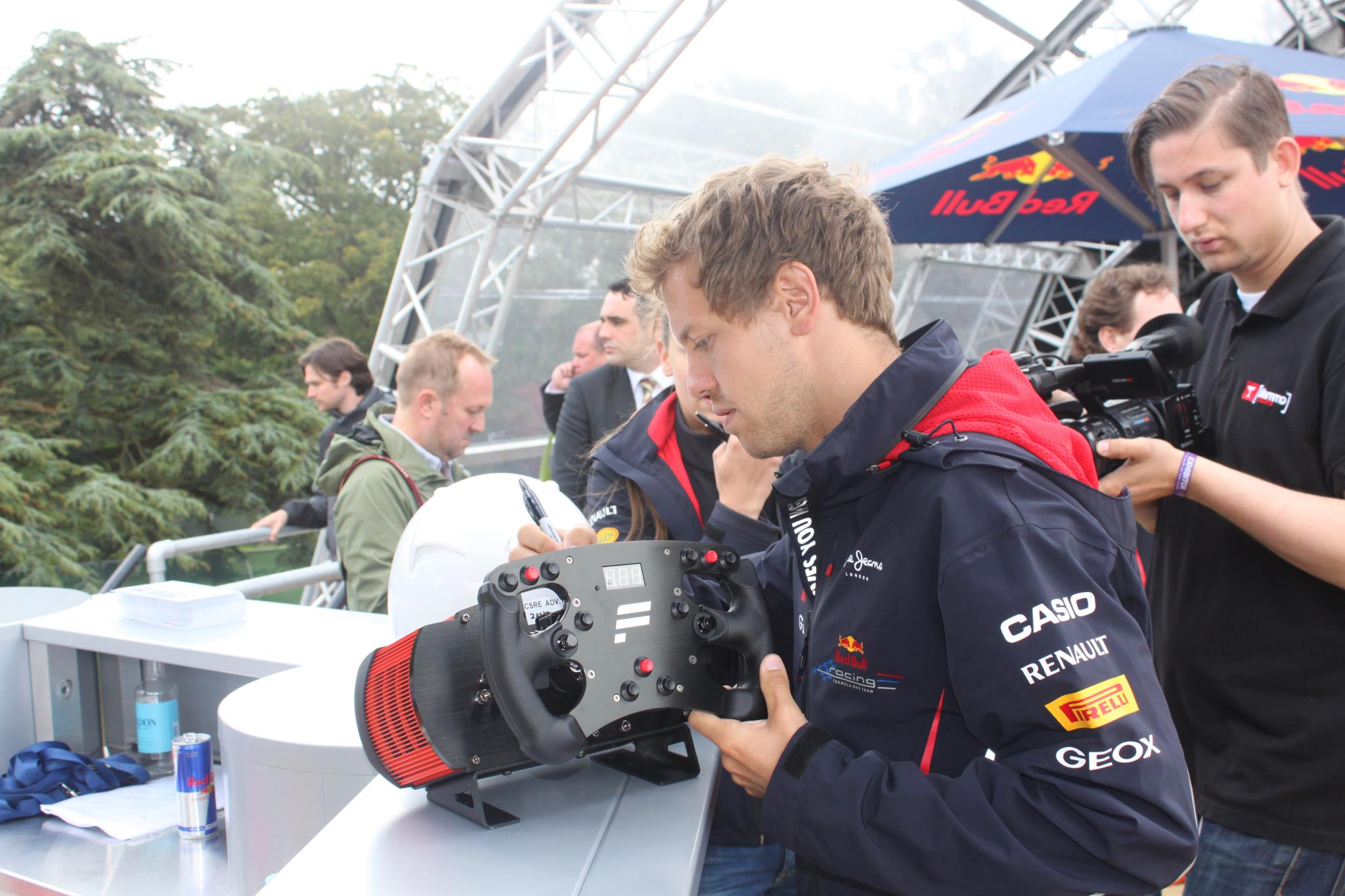 Fanatec auctions off a CSR Elite wheel signed by Sebastian Vettel