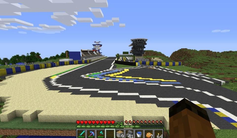 Le Mans circuit replica built in Minecraft