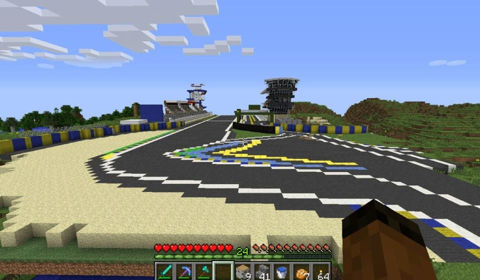 Le Mans circuit replica built in Minecraft